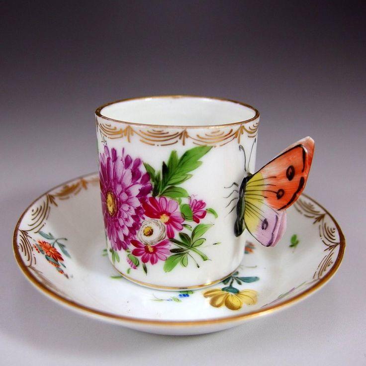 ドレスデンはカール・ティーメ工房のバタフライハンドルのカップ&ソーサーです。こちらは、ドイツの老婦人が所有なさっていたものだそうです。お若いころにプレゼントで譲り受け、一度甘ーいココアをちょっと入れてすすってみたものの、その他は一切使われずに保存されていたものだそうです。 ぜひご覧になってみてください。 ⇩ http://eikokuantiques.com/?pid=89528904 #英国アンティークス #アンティーク #カップ