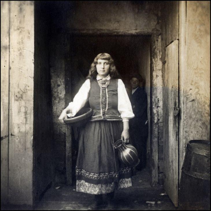 Німецький колекціонер Вольфганг Віггерс опублікував на своїй сторінці фотохостингу Flickr добірку старих чорно-білих світлин жителів Галичини.
