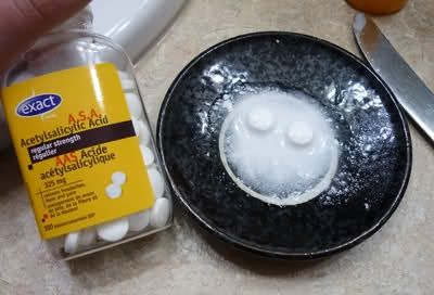 ACNE TREATMENT AT HOME: Aspirin Face Scrub. I use this when I'm breaking out. My favorite DIY face scrub of all time. All you need is water, 2 aspirin tablets, and honey or essential oil. Feels so refreshed afterward.