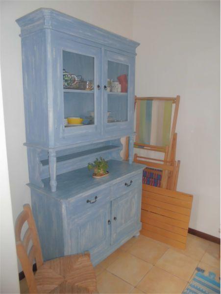 Credenza in legno camera singola