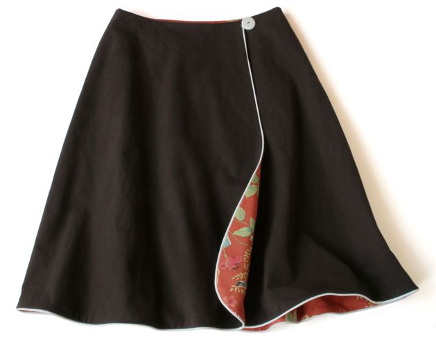 Reversible wrap skirt tutorial from Craftzine - this could make a great tap skirt over a pair of booty shorts. Lines w a contrasting color!   Gotta try one!