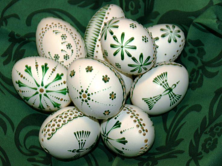 Kraslice.+Zelené+jaro+Velikonoce+-+dekorace+i+dáreček+:-)+Slepičí+kraslice,+madeirové+-+děrované,+chemicky+ošetřené+a+zdobené+voskem.+Velké+asi+6+cm.+Do+vajíčka+vrtám+různé+typy+kytiček,+podívejte+se+i+na+mé+další+výrobky+:-)+dá+se+i+domluvit+a+objednat+si+různé+typy+-+stačí+napsat+zprávu.+Mohu+na+objednávku+vyrobit+různé+kombinace+-+barva+vajíčka+x+různé...