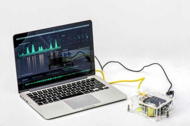 Este sistema basado en la popular computadora de bajo costo bien puede ser usado para detectar y advertir los sismos. Es tan sensible que puede medir las vibraciones de quienes caminan cerca del dispositivo.