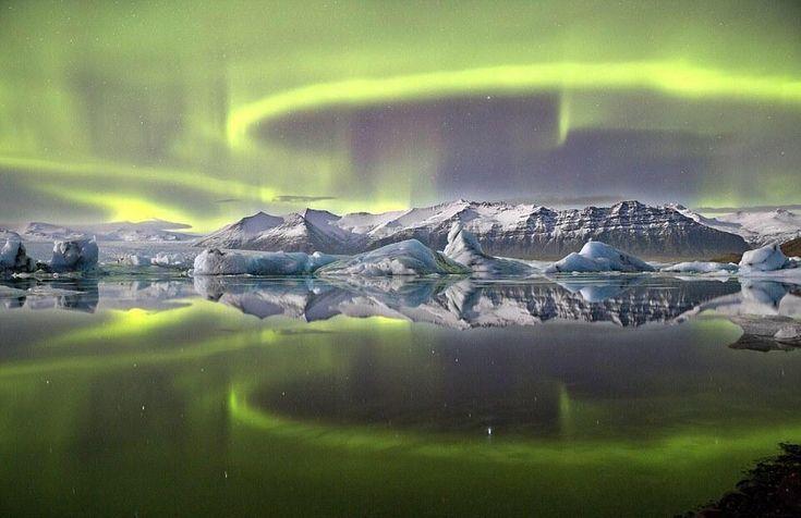 Espectacular aurora sobre Islandia, premiada como mejor foto de astronomía por el Observatorio Real de Greenwich.