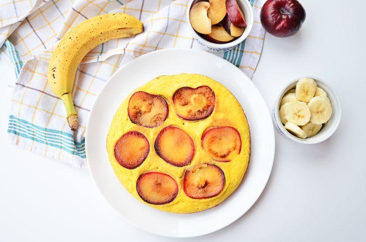 Tak bardzo przeze mnie uwielbiany, a tak bardzo zapomniany. Omlet, czyli szybkie i pożywne śniadanie, które można przygotować zarówno w wersji słodkiej jak i wytrawnej. U mnie przepis na omlet zawsze jesttaki sam, tylko dodatki są zmienne. Dzisiaj...