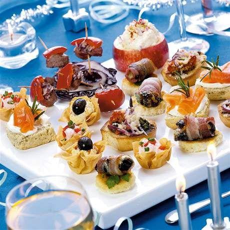 I na oslavu super - vyzkoušené mám třeba mozzarelové nebo s těmi švestkami a taky lososový tataráček. A nej jsou dipy s nakrájenou zeleninou...byly vždycky hned pryč :)