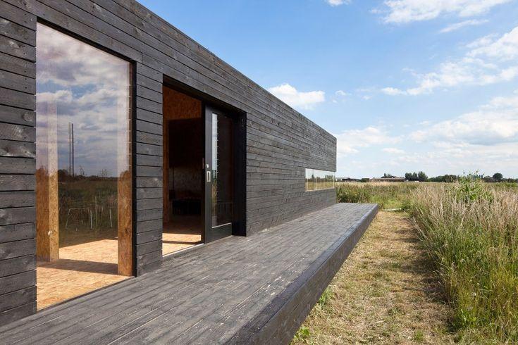 Fasad liggande panel, falusvart, svarta fönster