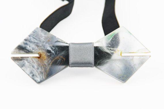 Cravatta a farfalla resina cristallizzata | Papillon uomo | Papillon trasparente | Design Arte | Moderno Minimal | Made in italy by ResinArtDesign #italiasmartteam #etsy
