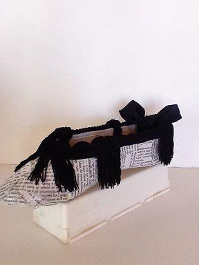 Soulier porte-bijoux papier noir et blanc  No. 0587