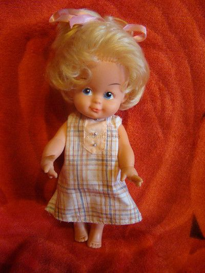Продам редкую немецкую куколку ГДР 25 см.Голова на шарнире,благодаря чему её можно поворачивать в разных направлениях.Очень выразительные кисти рук особенно пальчики. Куколка без дефектов....