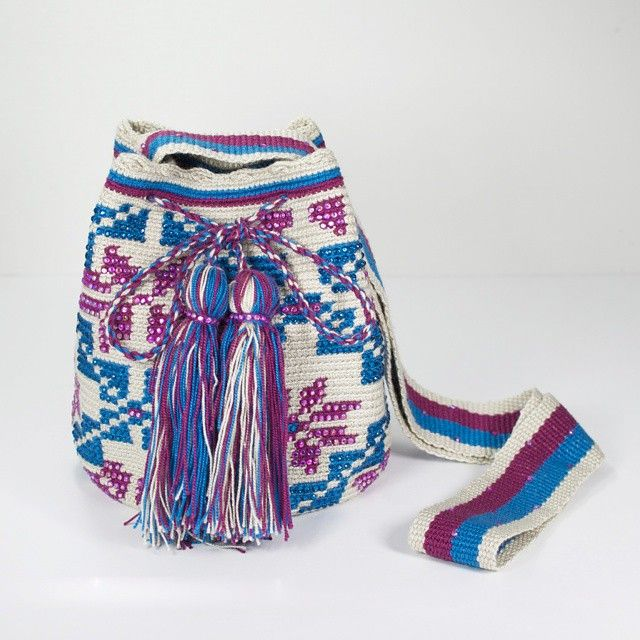 The gorgeous embellished Wayuu bags! #crystals #embellished #Wayuu #rhinestones #wayuubag #colombianmade #colombiancutie #boho #chic #fashion #trend #midi #bag #shoulderbag #colorful #trend