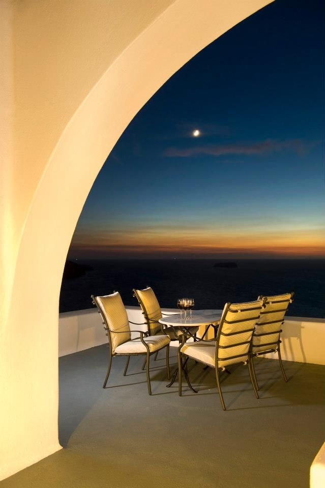 A Great Evening at Thermes Luxury Villas in Santorini, Greece