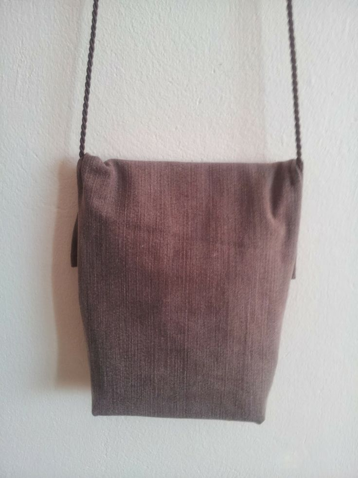 Ruskea pieni farkkulaukku, takaosa // Brown small jeansbag, backside