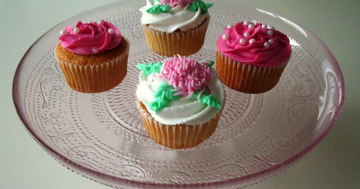 Nee... ik heb niet in Notting Hill zitten snoepen van de vanille cupcakes van The Hummingbird Bakery − I wish ! − ik heb ze gewoon zelf gem...
