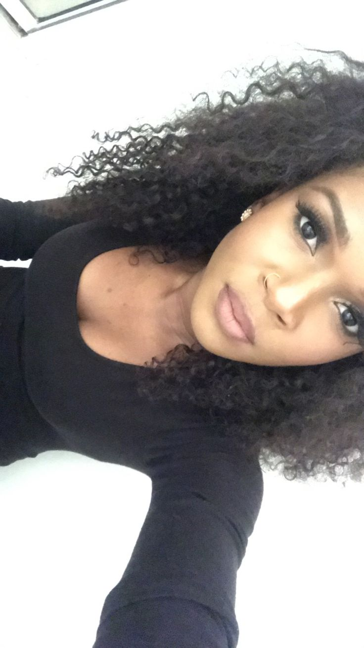 Simple makeup for black women. False lashes. Curly hair.
