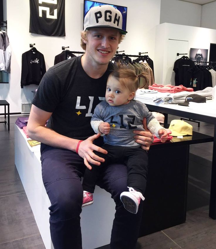 Jake Guentzel with (who I think is) Nick Bonino's daughter