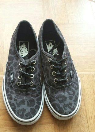 À vendre sur #vintedfrance ! http://www.vinted.fr/chaussures-femmes/baskets/25560867-vans-leopard