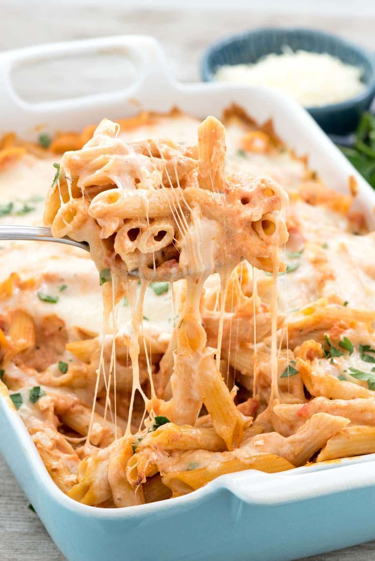 Easy Baked Penne - this easy pasta casserole is FULL of cheese! It's accidentally vegetarian and no one will know it's semi-homemade! from @crazyforcrust