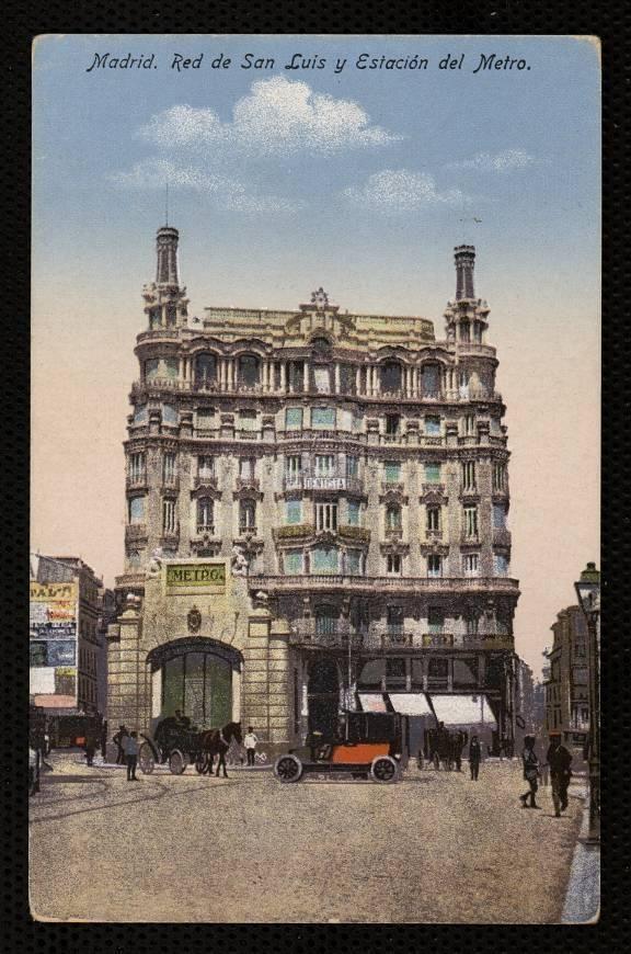 Red de San Luis. Primer término el templete del metro del arquitecto Palacios.