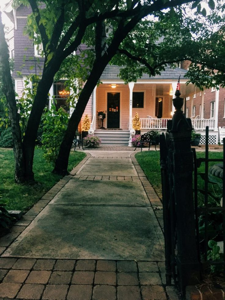 If you want to feel like Kate Middleton for the night <3 The McNinch house in Charlotte NC