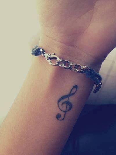 La clave de sol mas perfecta que he visto en un tattoo <3