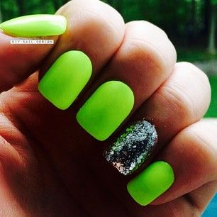 Plain color that matches dress + one glittery silver nail = perfect prom nails