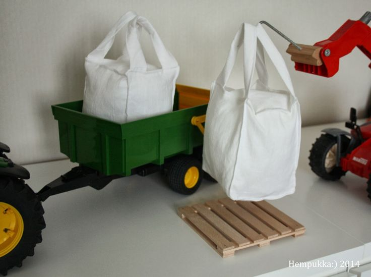 grain bag and pallet for bruder tractor toys