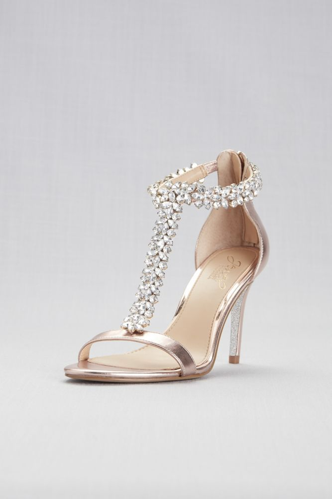 Pointed Satin T Strap Heels With Crystal Ornament David S Bridal Zapatos De Boda Zapatos De Tacon Lindos Disenos De Zapatos