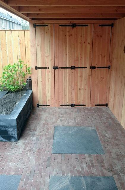 Overkapping met tuinkast. Gemaakt van douglas hout, op maat gemaakt