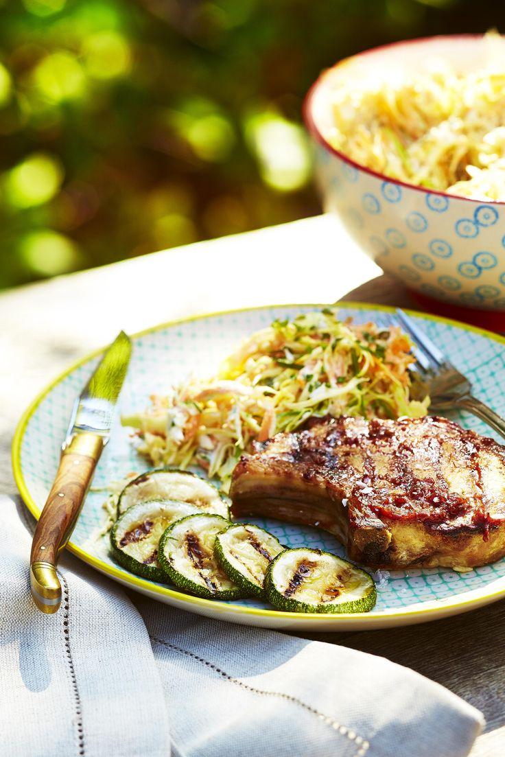 oppskrift bbq-saus: Svinekoteletter med coleslaw og bbq-saus - KK.no