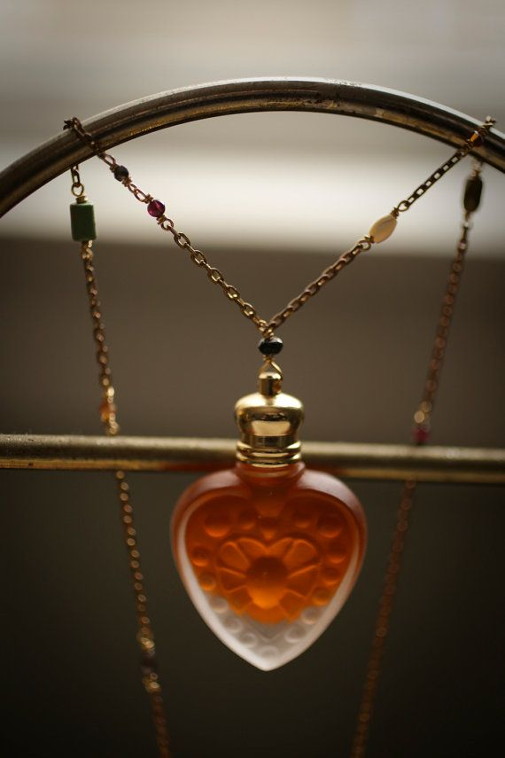 Parfum fles hart ketting  The Queen of Hearts™  door ForStrangeWomen