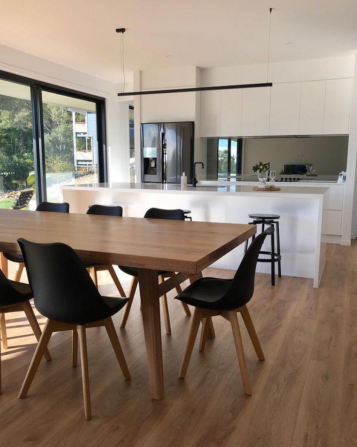 Dieser Esstisch ist der Mittelpunkt unseres Hauses. Wir dachten immer, es wäre die Küchenbank, aber alle unsere Gäste scheinen immer nur…