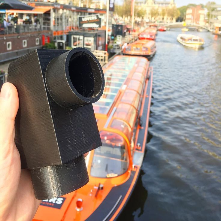 The 1st @urineaide in Holland! I've been working with @realtopherwilliams on the UrineAide: a device that lets men pee into a bottle while in the car. Had it 3D printed in Amsterdam. Now I need to test this out...