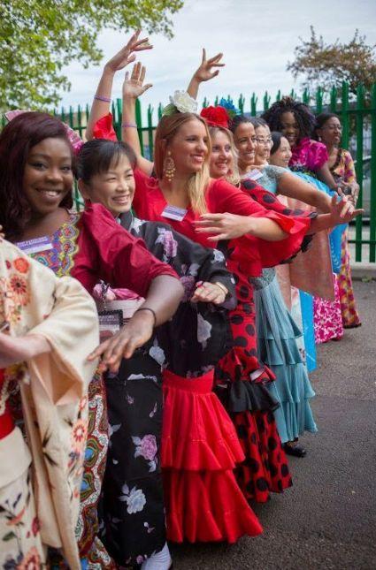 sisters strike a pose at Twikenham Convention http://www.fakt777.ru/2014/07/mezhdunarodnyj-kongress-2014-goda-atlanta-shtat-dzhordzhiya.html