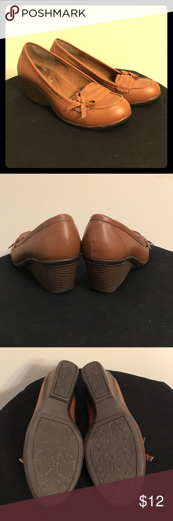 Sbicca Vicky wedge loafers 7.5 This week only! Moving very soon. Items available this week only. Make offers, bundle bundle! Cute Sbicca loafers with bow detail. White reside is the leftover of Price sticker I couldn't remove. Soles look almost new. Sbicca Shoes Wedges