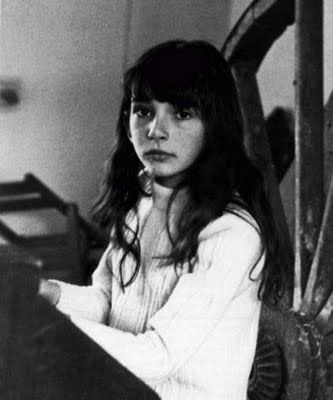 Kate Bush and her piano...