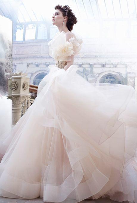 女子の憧れのふんわりトレーンのドレス♡上質なドレスに身を包んでウェディング・ブライダル♬結婚式のまとめ