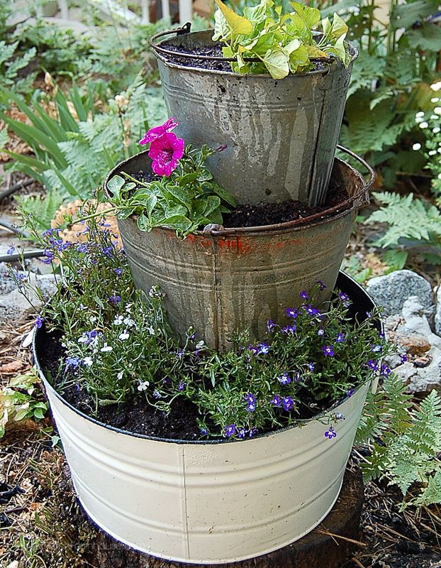 Best 25 wine barrel planter ideas on pinterest for Diy wine barrel planter