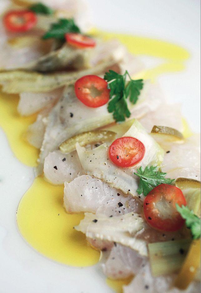Tiradito de pescado de roca con alcachofas laminadas - Revista Platos y Copas.