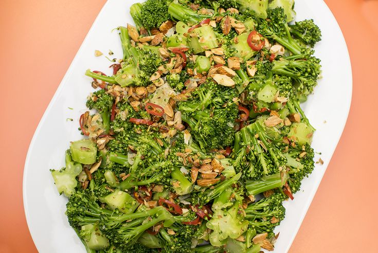 vegansk brokkolisalat oppskrift