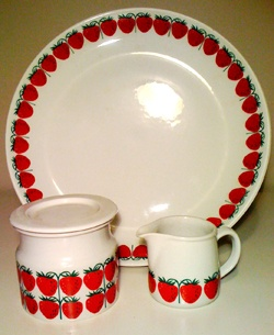 Arabia Pomona plate, Raija Uosikkinen