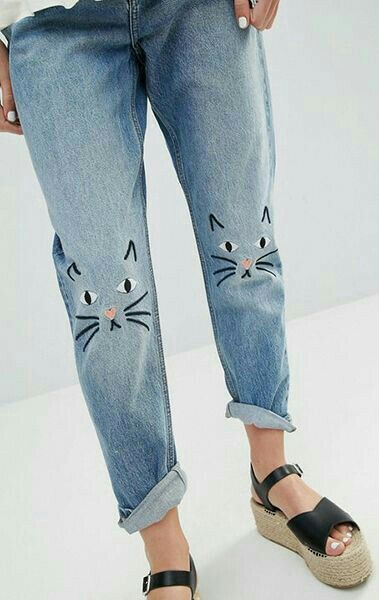 OMG cat knees! Painted jeans denim boyfriend supercute for a sunday