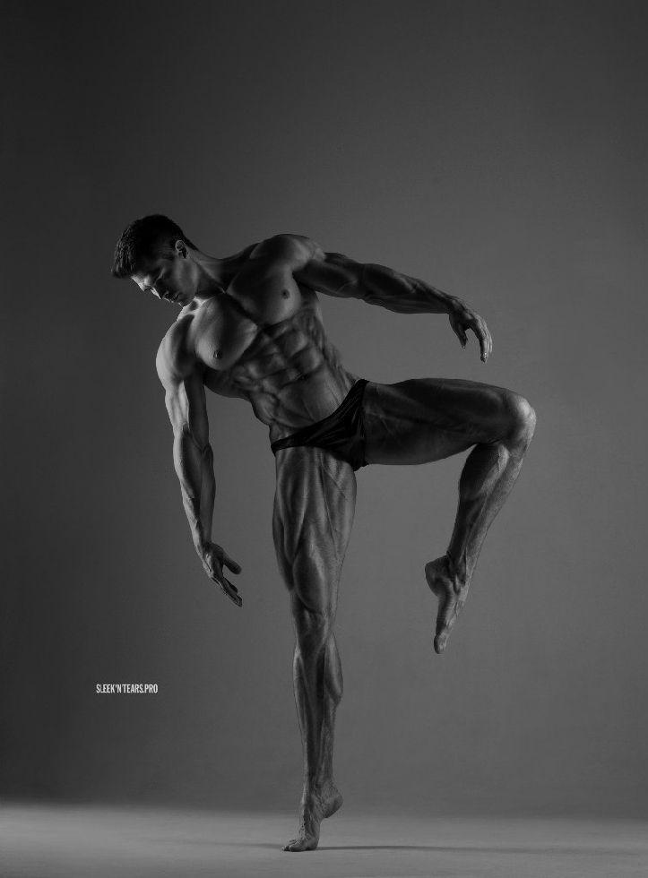 Erotismo y sensualidad con el atractivo masculino de estos espectaculares modelos rusos de Sleek'N'Tears Project. Arte y virilidad de hombres.