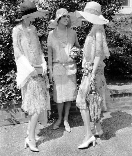 this remindes me of my dearest gramdmother, who really loved fashion and was a seamstress. she especially loved the fashion of the twenties