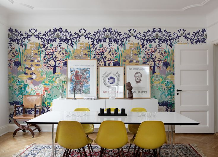 A beautiful wallpaper with a spring motif that can be matched with the SEASON autumn motif.