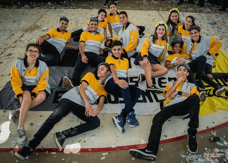 Asi presentaban los chicos del Colegio #Sarmiento de #Construcciones su Remera y Buzo de la #Promo2018 .  #Remera #Buzo #Coreo #Baile #Festejo #PelosPintados #Papeles #Globos #Bandera #BanderaPromo2018 #ColegioSarmiento #Fotografias #Photography #Nikon http://tipsrazzi.com/ipost/1511096651929083703/?code=BT4fmYXg983