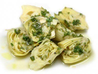 Este aperitivo mediterraneo es rico, facil y muy saludable. El toque de vinagre y limón con las alcachofas es delicioso.