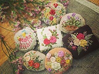 #embroidery#stitch#needlework#brooch #프랑스자수#일산프랑스자수#자수#자수브로치 #하나하나에  추억이 깃들기를~~