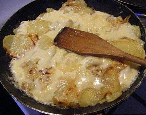 La TRUFFADE AVEYRONNAISE Ingrédients pour 6 personnes : - 1,5 kg de pommes de terre - 2 oignons - 500 gr de tome fraiche de l'Aubrac - 1 gousse d'ail (facultatif) - 2 cuillères de graisse de canard ou d'huile - 1 cuillère à soupe de graisse de canard...