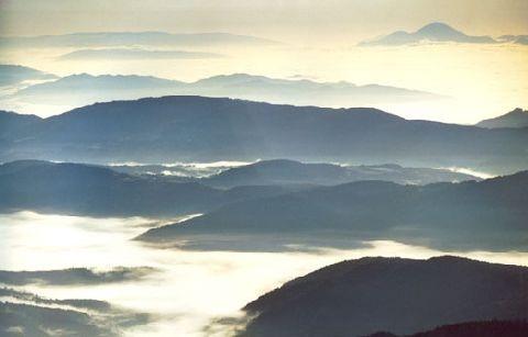 Wandern oberhalb der Nebelgrenze in den Kärntner Nockbergen in Bad Kleinkirchheim. Die Sonne und den Ausblick auf den Nebel in den Tallagen genießen http://www.pulverer.at/wander-urlaub-kaernten.de.htm